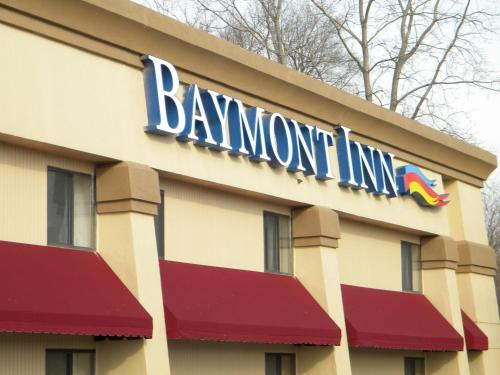 Baymont Inn & Suites Jackson Photo