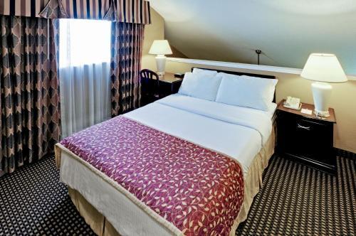 Hawthorn Suites Dayton North Photo