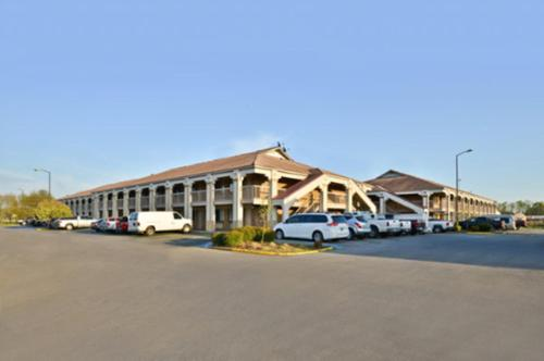 Americas Best Value Inn Oxford Anniston - Oxford, AL 36203