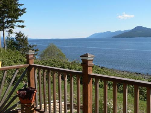 The Getaway Waterfront Cottage Photo