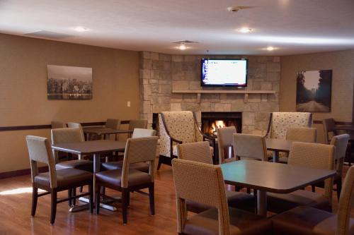 Ivy Court Inn And Suites - South Bend, IN 46637