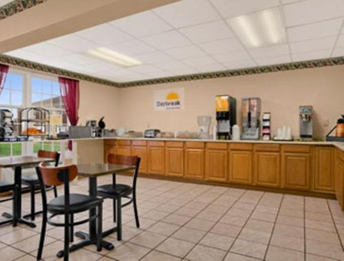 Days Inn By Wyndham Madisonville - Madisonville, KY 42431