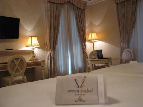 Twin Room Hotel Santa Isabel 7