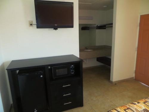 Bayshore Motel - La Porte, TX 77571