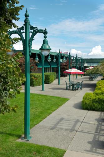 Delta Town And Country Inn - Delta, BC V4K5B8