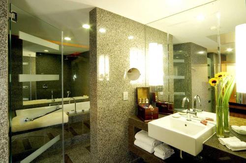 Beijing International Hotel photo 46