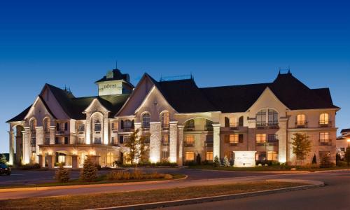 Hotels vacation rentals near granby zoo montreal trip101 for Cabin rentals near montreal