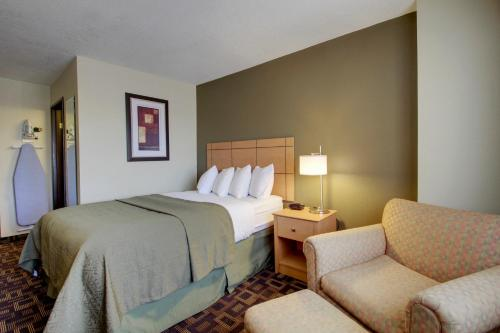 Quality Inn & Suites Des Moines Airport Photo