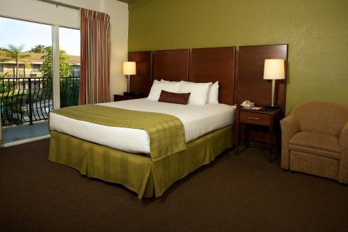 Ramada San Diego North Hotel & Conference Center Photo
