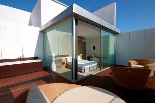 Suite con terraza Alenti Sitges Hotel & Restaurant 6