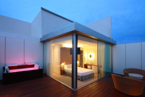 Suite con terraza Alenti Sitges Hotel & Restaurant 5