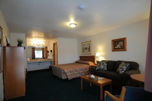 Legacy Inn Photo
