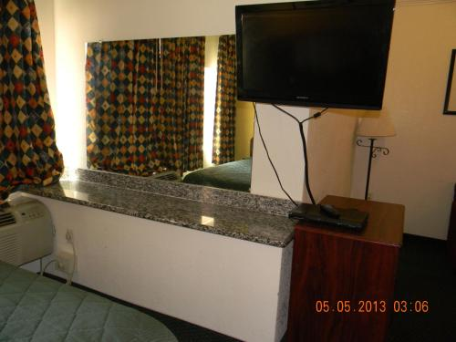 Rodeway Inn & Suites Hayward Photo