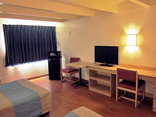 Motel 6 Kokomo - Kokomo, IN 46902