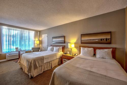 Holiday Inn Montreal Airport Photo
