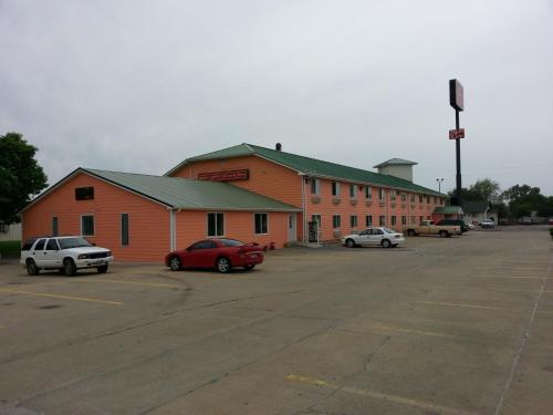Red Carpet Inn & Suites N Sioux City - North Sioux City, SD 57049