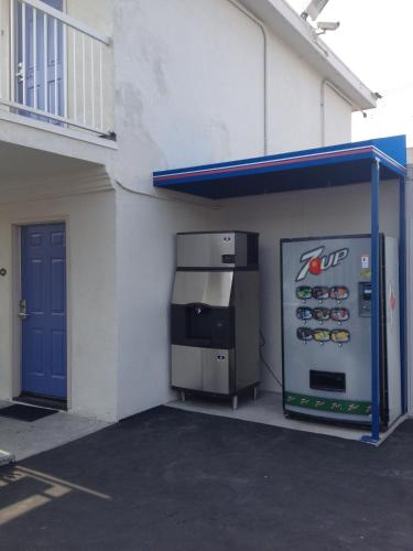 Motel 6 Gardena Photo