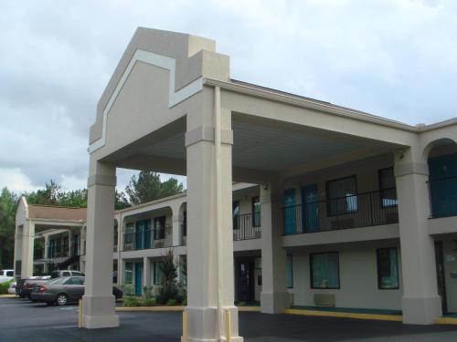 Key West Inn - Roanoke, AL 36274