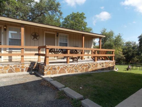 Canyon Springs Country Lodge - Canyon Lake, TX 78133