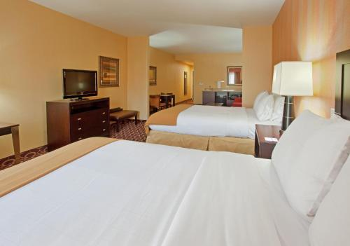 Holiday Inn Express Sacramento Cal Expo Photo