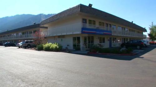 Motel 6 Portland Mall - 205 Photo
