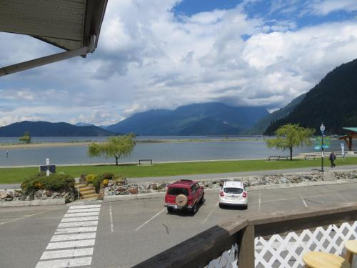 Harrison Village Motel - Harrison Hot Springs, BC V0M 1K0