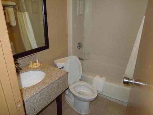 Days Inn & Suites Cincinnati Photo