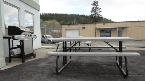 Alpine Motel - Kamloops, BC V1S 1J3
