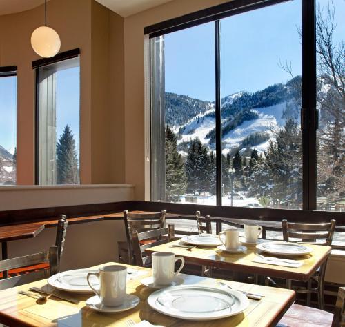 Hotel Aspen Photo