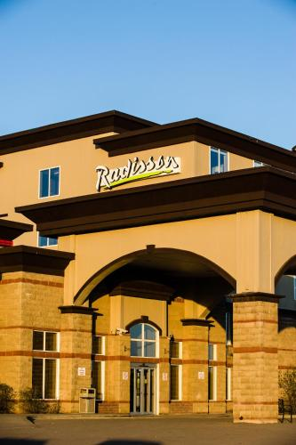 Radisson Hotel & Suites Fort McMurray Photo