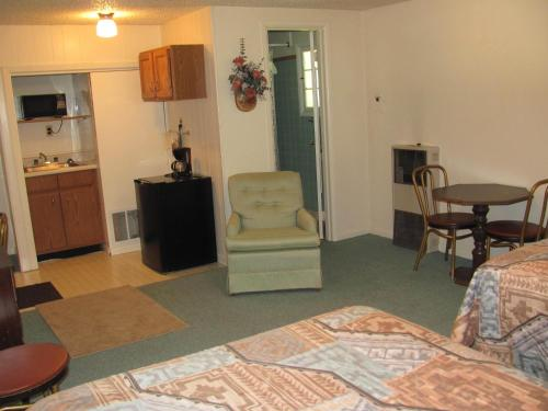 Garden Cottages Motel - Rapid City - Rapid City, SD 57702