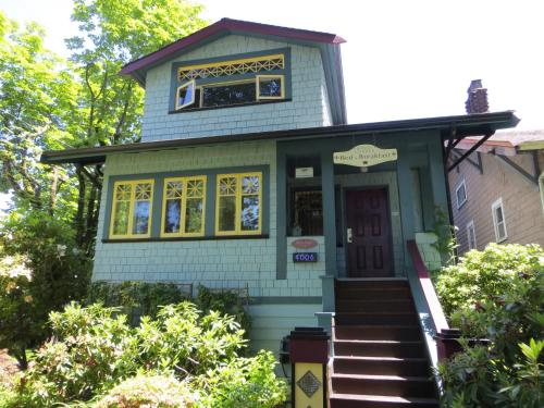 Kings Corner Guest House - Vancouver, BC V5V 4T3