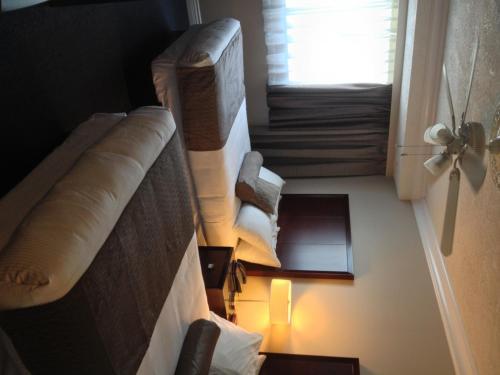 Capital City Center Hotel - Victoria, BC V8T 4K7