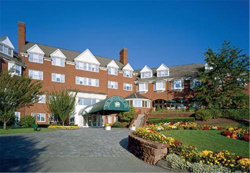 Simsbury Inn - Weatogue, CT 06070