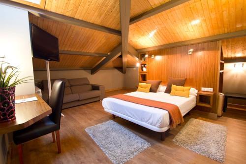 Doppelzimmer - Dachgeschoss Hotel Arrope 10