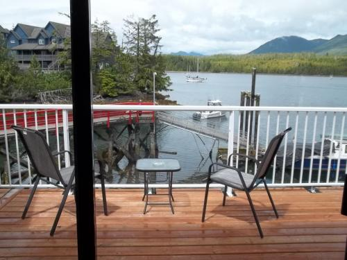 Bayshore Waterfront Inn - Ucluelet, BC V0R 3A0