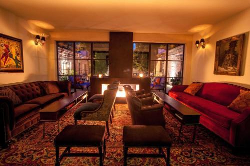 Granada Hotel & Bistro Photo