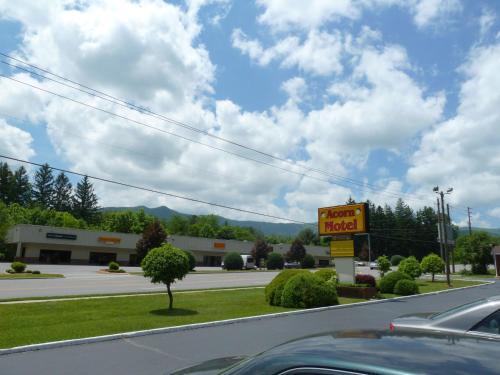 Acorn Motel - Black Mountain Hotel