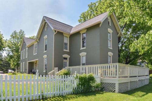 Prairie Guest House - Fishers, IN 46038