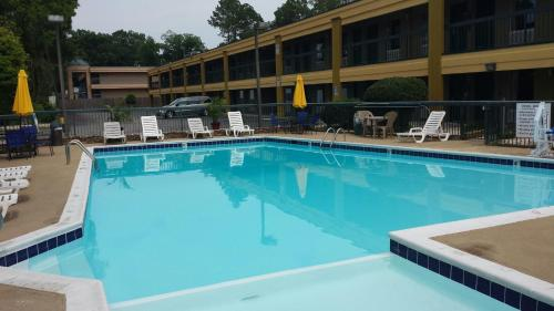 Days Inn By Wyndham Attalla - Attalla, AL 35954
