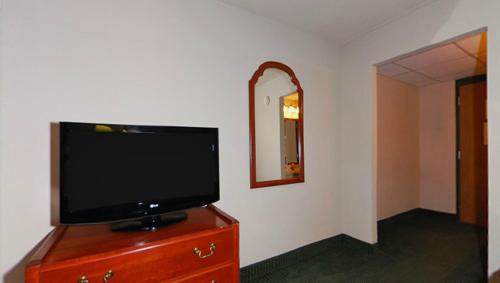 Clarion Hotel and Convention Center Baraboo Photo