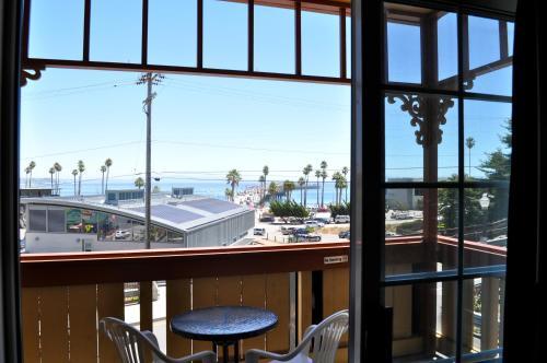Howard Johnson Santa Cruz Beach Boardwalk Photo
