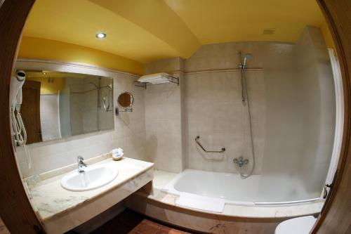 Habitación Doble con acceso al spa - 1 o 2 camas Hotel Spa San Marcos 10