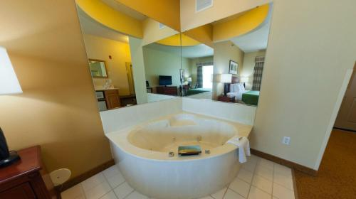 Country Inn & Suites by Radisson, Mankato Hotel and Conference Center, MN Photo