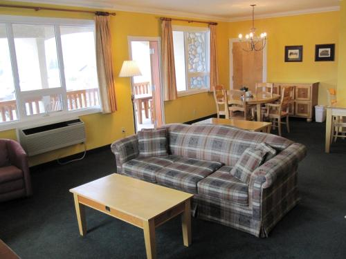 Park Place Lodge - Fernie, BC V0B 1M0