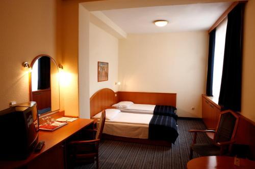 Benczur Hotel photo 7