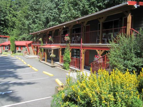 Holiday Motel & Rv Resort - Hope, BC V0X 1L2