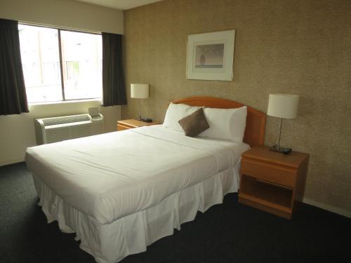 Cassandra Hotel - Vancouver, BC V5R 5J8