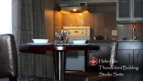 Helm's Inn - Victoria, BC V8V 2P8