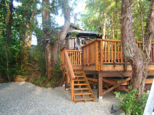 Tofino Forest View Cabin By Cox Bay - Tofino, BC V0R 2Z0